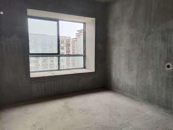 出售圣世广场4室2厅2卫144平米111万住宅
