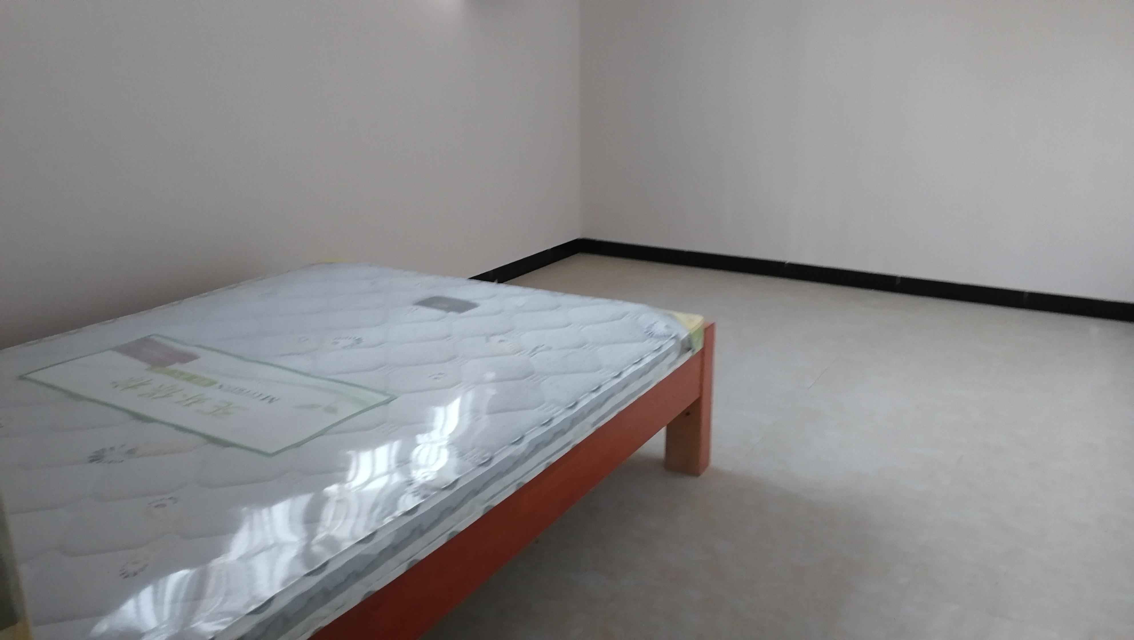 学府商街两房两厅两卫1200元/月