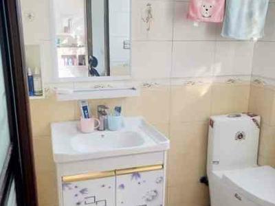 出售实验小学4室2厅2卫169平米89万住宅